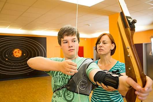 Ganztagsschule: Bogenschießen - SRH Stephen-Hawking-Schule